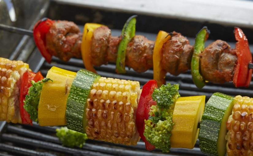 Host A Backyard Barbeque That Everyone'll Be Talking About